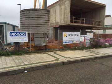 Revestimiento de fachada e impermeabilización de cubierta para Bercopa 2002